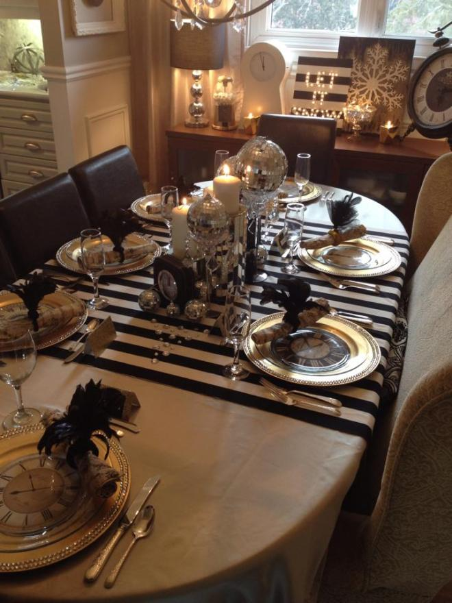 New Years Eve Tablescape / How to set up a black tie glam table setting for New Years Eve / New Years Eve Decor / apurdylittlehouse.com