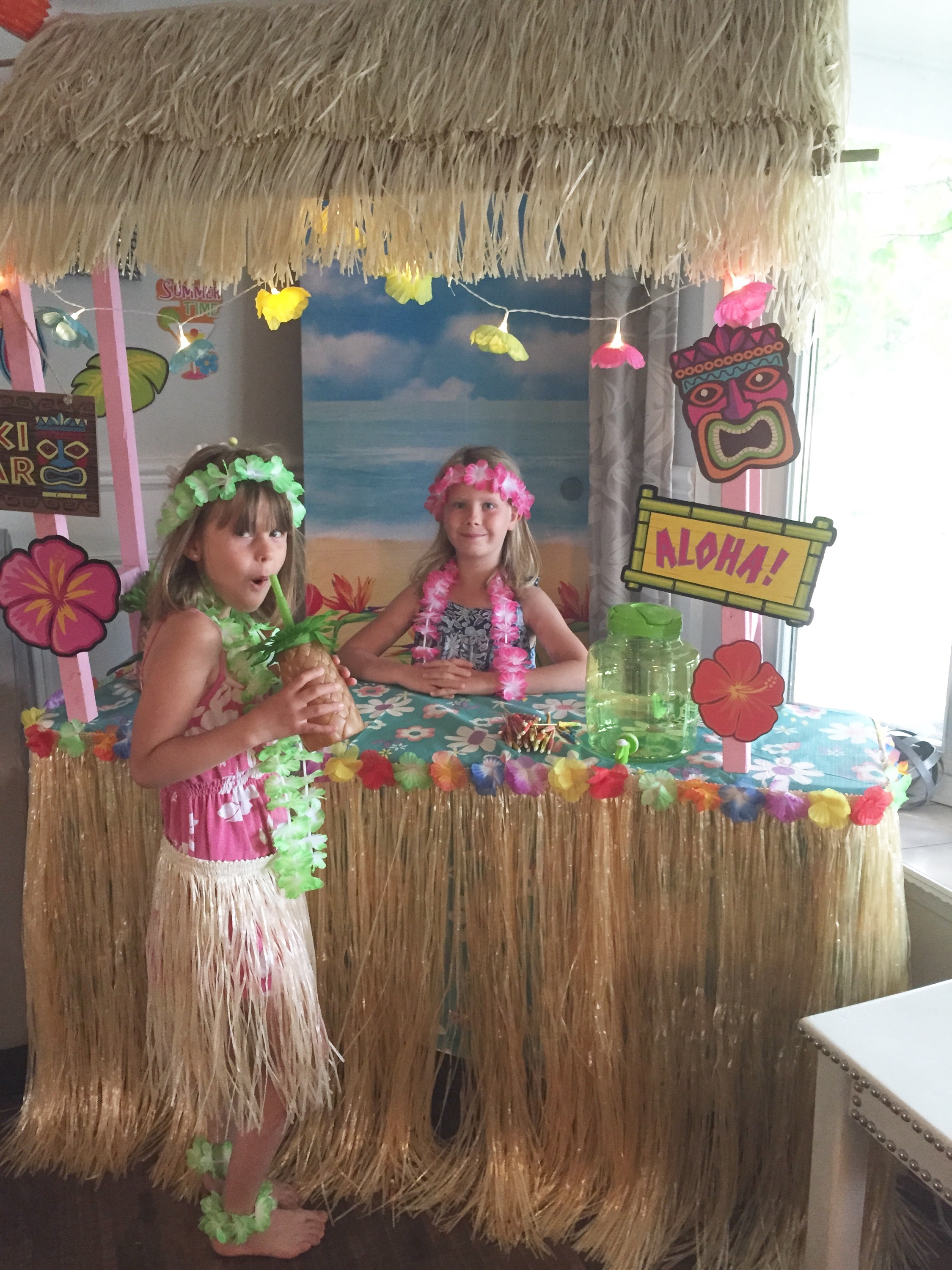 How to Throw a Luau Party for a fun kids birthday / Luau Party Decorations / Hawaiian themed birthday party ideas / apurdy littlehouse.com